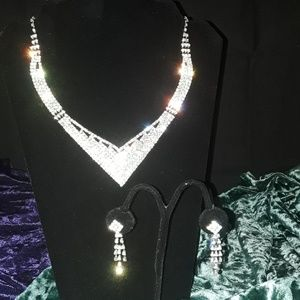 Jewelry - V-shaped Austrian Crystal Necklace